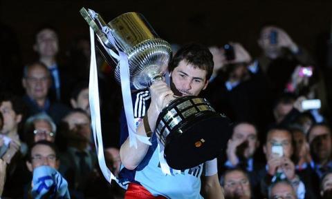 Casillas levanta la Copa del Rey