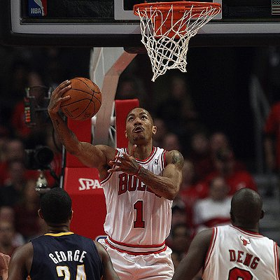 Derrick Rose guió a los Bulls a su segunda victoria en estos playoffs