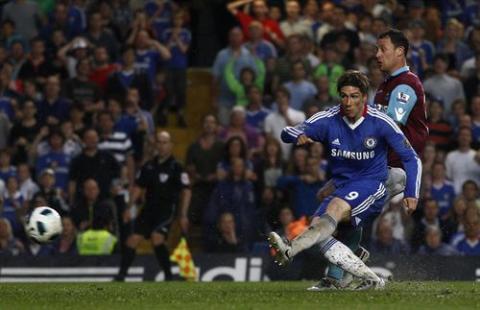 Fernando Torres marca su primer gol con el Chelsea