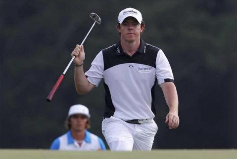 Rory McIlroy sigue líder en el Masters de Augusta