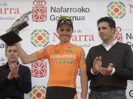 Samuel Sánchez junto a Miguel Indurain