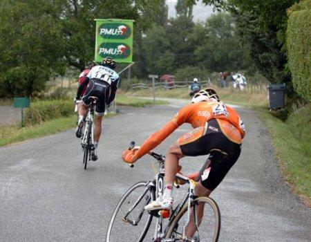 Samuel Sanchez persigue a Cadel Evans y a Alberto Contador
