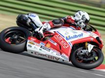 Superbikes: Checa está a sólo 4 puntos de ganar el Mundial