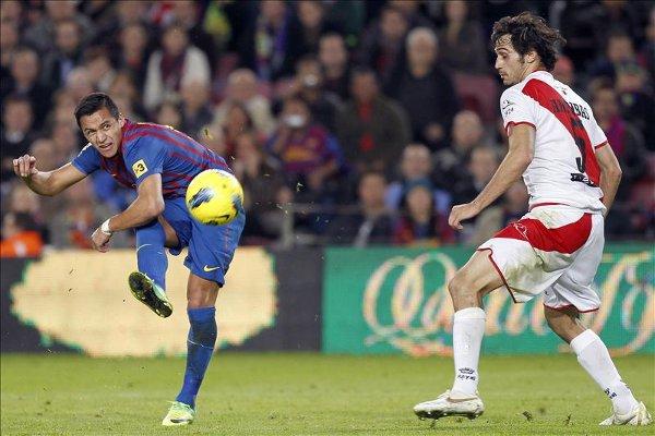 Alexis Sánchez marcó dos goles al Rayo Vallecano