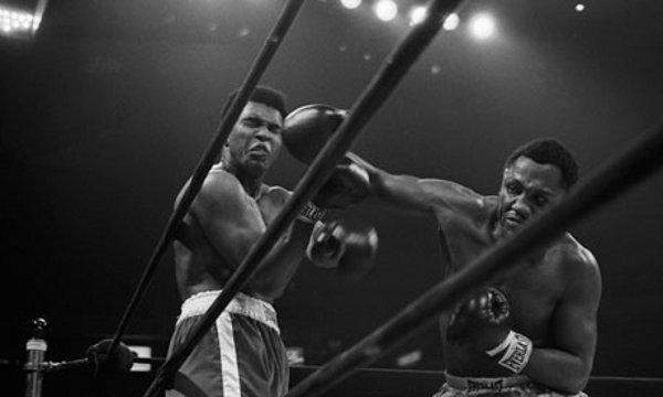 Joe Frazier deja KO a Muhammad Ali