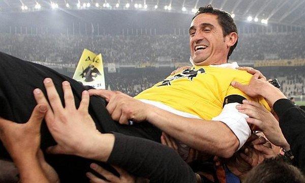 Manolo Jiménez en su etapa de entrenador en el AEK Atenas