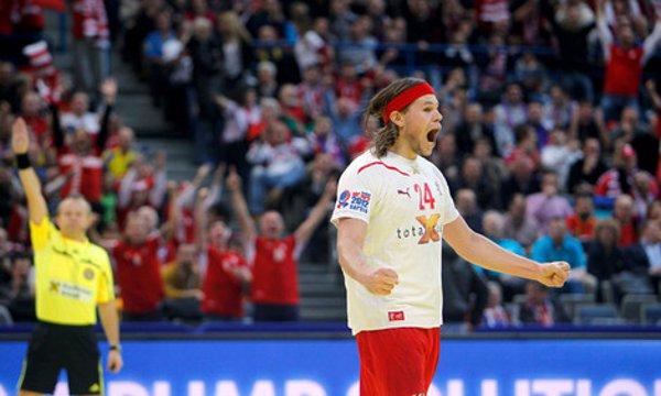 El danés Hansen celebra el triunfo de Dinamarca