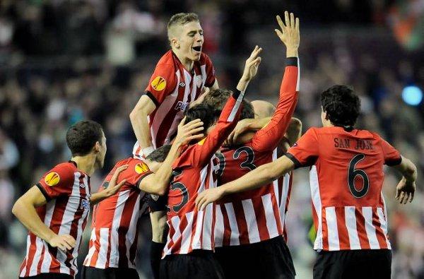 Muniain celebra con sus compañeros la victoria del Athletic