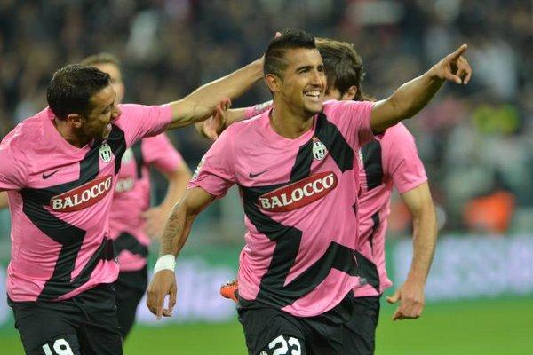 El chileno Vidal marcó dos goles con la Juventes a la Roma
