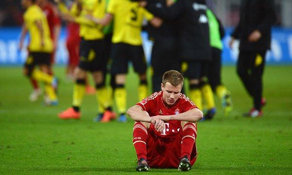 Badstuber, desolado tras la derrota del Bayern ante el Borussia