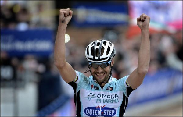 Boonen festeja su victoria en la París-Roubaix