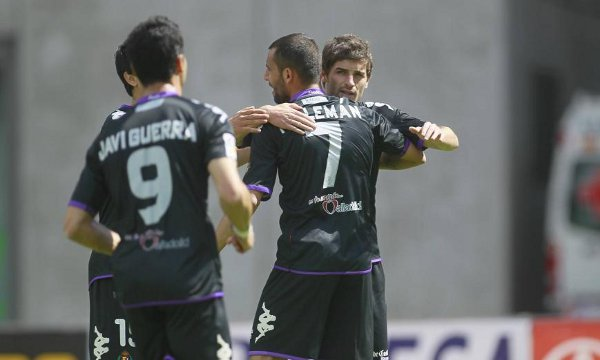 El Valladolid goleó al Xerez y acecha el ascenso directo