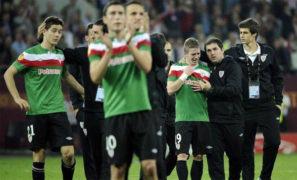 Los jugadores del Athletic, tristes tras la derrota en la final