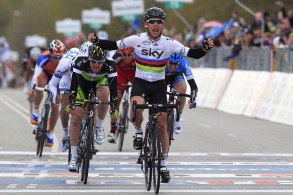 Cavendish gana la primera volata del Giro 2012