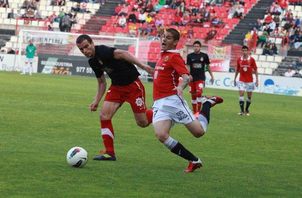El Nástic tiene medio pie en Segunda B tras empatar ante el Girona