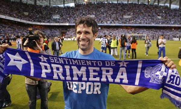 Valerón celebra el regreso del Depor a Primera División