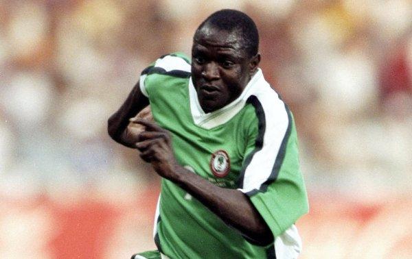 Yekini con la selección de Nigeria