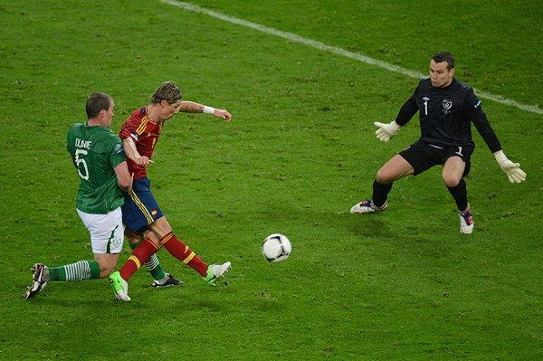 Fernando Torres marca el tercer gol para España ante Irlanda