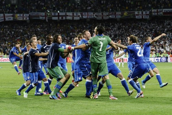 Italia celebra su clasificación a las semifinales de la Euro 2012