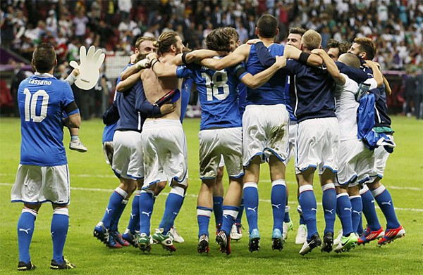 Italia festeja el pase a la final de la Eurocopa 2012
