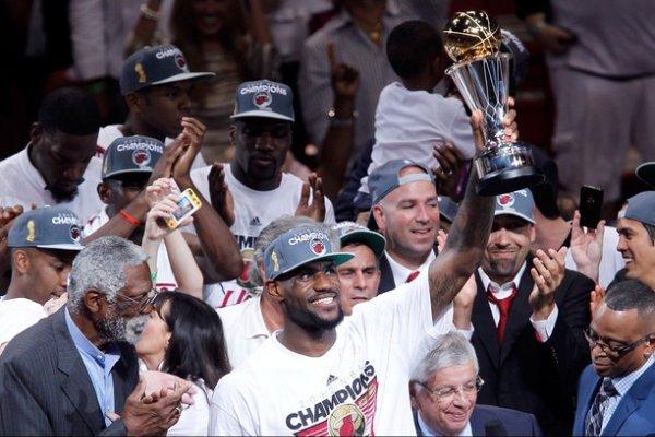Lebron James gana su primer anillo y su primer MVP del las Finales