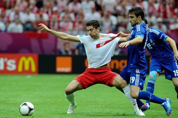 El delantero polaco Lewandowski marcó el primer gol de la Euro 2012