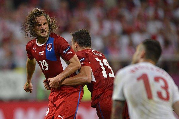 El gol de Jarosik clasifica a los checos a cuartos de final