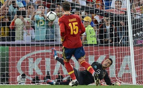 Sergio Ramos marcando el penalty a lo Panenka en la Eurocopa