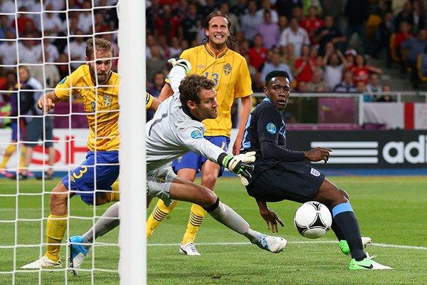 El gol del Wellbeck dio la victoria a Inglaterra frente a Suecia