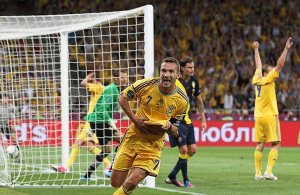 Shevchenko marcó los dos goles de la remontada para Ucrania
