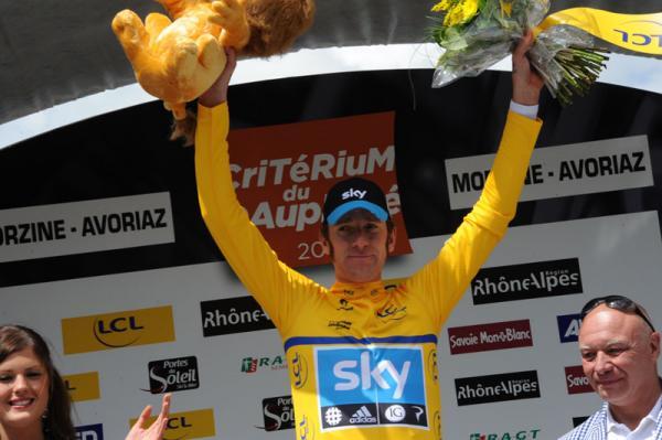 Wiggins en el podio del Criterium Dauphine