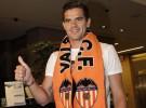 El Valencia firma a Gago y a Sergio Canales