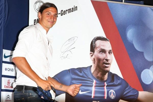 Ibrahimovic durante su presentación como jugador del PSG