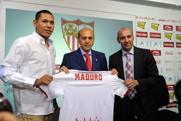 Hedwiges Maduro en su presentación con el Sevilla