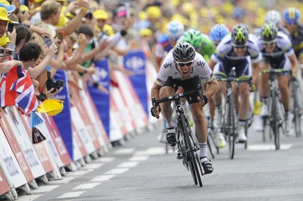 Mark Cavendish bate al pelotón con un sprint espectacular
