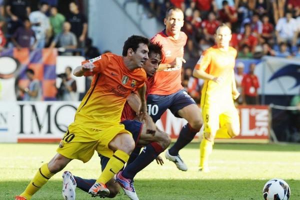 Messi resolvió con dos goles los problemas del Barça ante Osasuna
