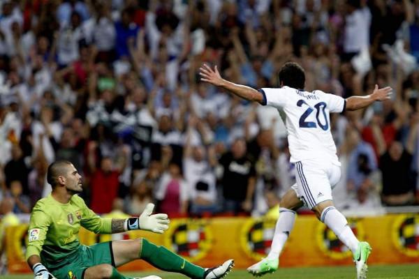 Higuaín abrió el camino de la victoria ante el Barcelona