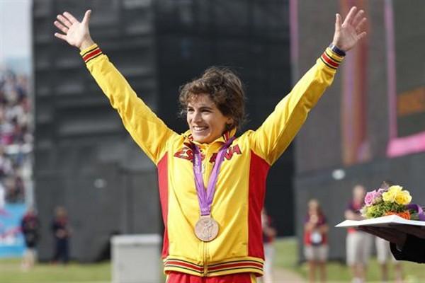 Maialen Chourraut en el podio con su medalla de bronce