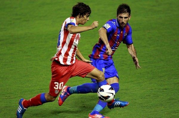Óliver Torres se estrenó en Primera División ante el Levante