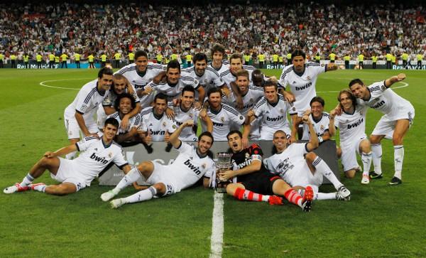 El Real Madrid con la Supercopa 2012