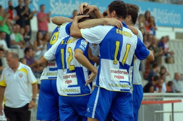 El Sabadell consiguió su primera victoria gracias a tres goles de Aníbal