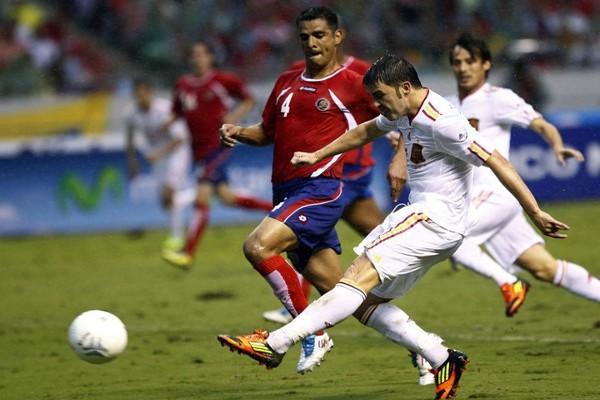 Villa en uno de sus últimos partidos con España antes de su lesión