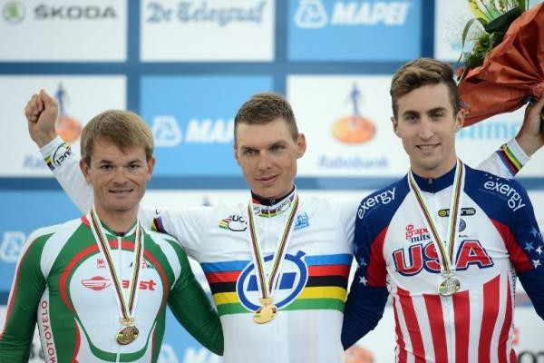 Martin, Phinney y Kiryienka en el podio de la prueba contrarreloj