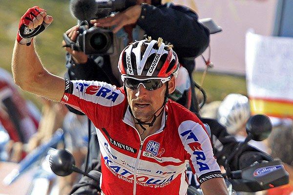 Denis Menchov ganó la etapa con final en la Bola del Mundo