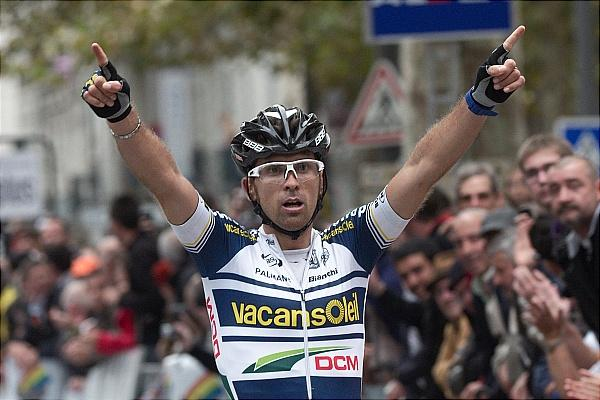 Marco Marcato celebra su victoria en la París - Tours 2012