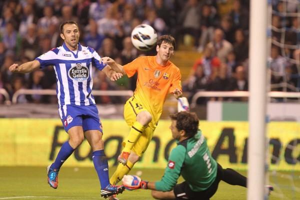 Messi marcó tres goles ante el Depor, su decimoquinto hattrick