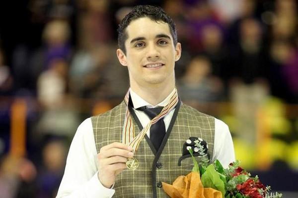 Javier Fernández posa con su medalla de oro