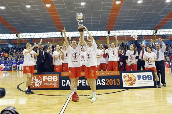 Rivas Ecópolis con su segundo trofeo de Copa de la Reina