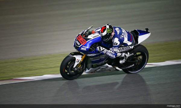 Lorenzo estrena el año en Qatar con pole y victoria