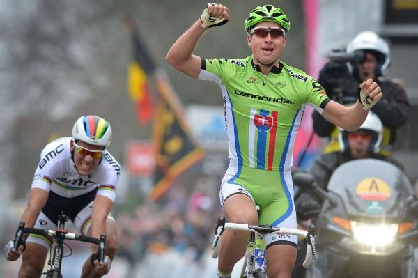 Sagan ganando la Flecha - Brabanzona por delante de Gilbert